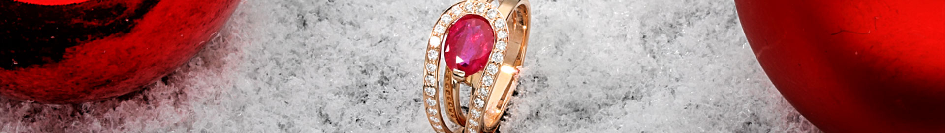 18 Carat Red Gold ring with 2,020 ct. oval Ruby Zazare Diamonds