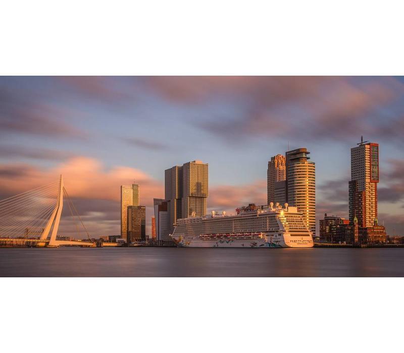 Wilhelminapier Rotterdam bij Zonsondergang