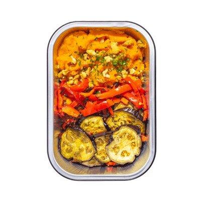Vegan moussaka met aubergine en zoete aardappelpuree