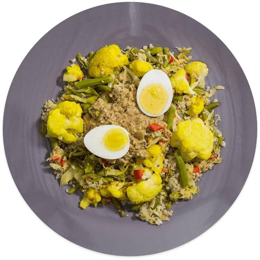 Vegetarische Gado Gado met ei en quinoa