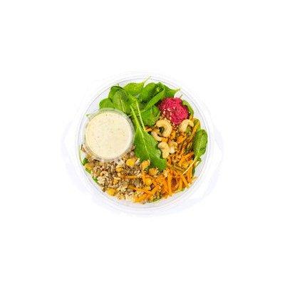Vegan salade met rode bietenhummus