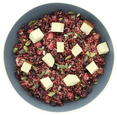 Vegan quinoasalade met rode biet, tofu, appel en munt