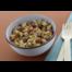 Vegan Snacksalade quinoa, dadels en amandelen