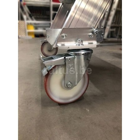 Altrex Bordestraponder hoek 45 graden met 4 wielen - tredebreedte 60 cm 6 treden + bordes