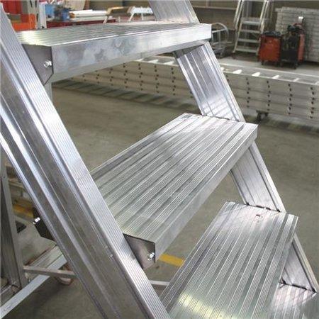 Bordestrap onder hoek 60° met 4 wielen - tredebreedte 60 cm 7 treden + bordes
