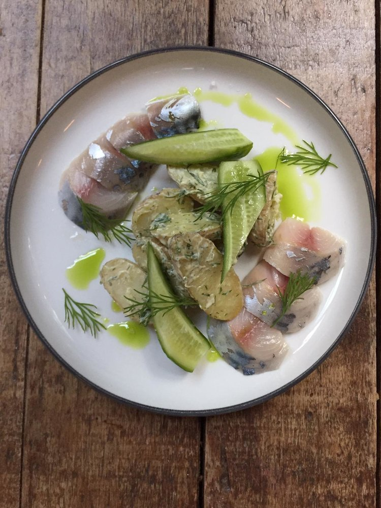 Bar Pif Gepekelde makreel, aardappel + dille mayo
