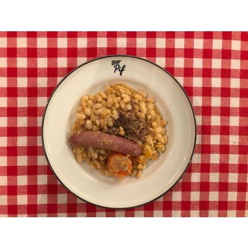 Bar Pif cassoulet, wild zwijn worstje + confit de canard