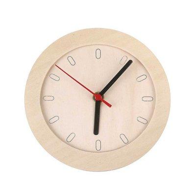 Klok met houten frame en uurwerk