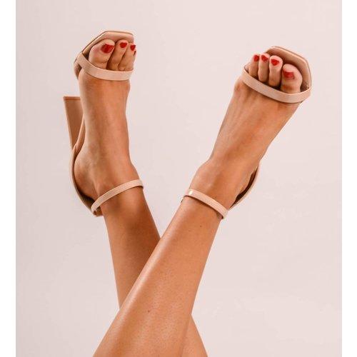 Nude heels lak