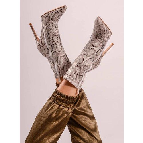 Snake heels low