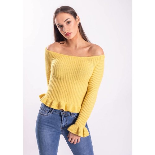 Top ruffled yellow