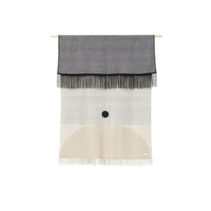 Form & Refine Aymara plaid beige met een patroon
