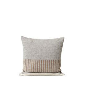 Form & Refine Aymara kussen grijs met een patroon