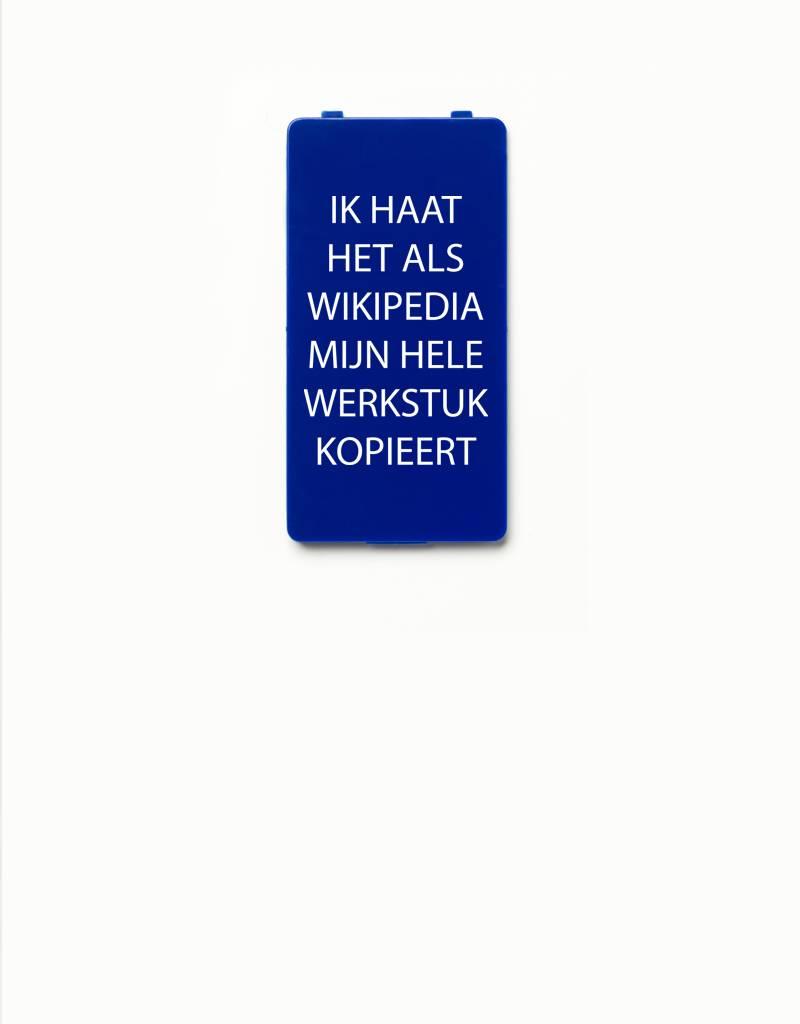 YOU·P® YOU·P®-klepje limited edition   IK HAAT HET ALS WIKIPEDIA MIJN HELE WERKSTUK KOPIEERT   Blauw