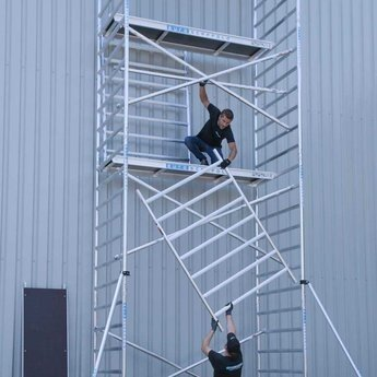 Euroscaffold Euroscaffold Steigeraanhanger 305 + Rolsteiger Basis 135 x 305 x 10,2 meter werkhoogte