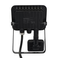 LED-Fluter mit Bewegungssensor 20 Watt 4000K Osram IP65 ersetzt 180 Watt