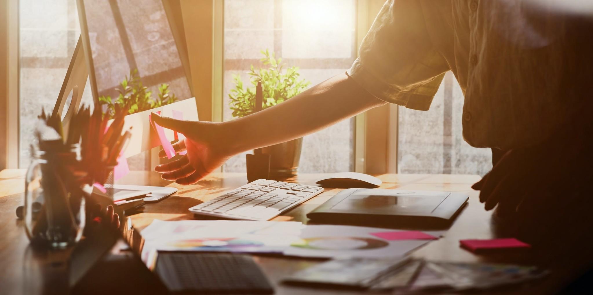 Von zu Hause aus arbeiten? Sorgen Sie für gute Arbeitsbeleuchtung