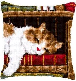 Vervaco Kussen Slapende kat op boekenrek