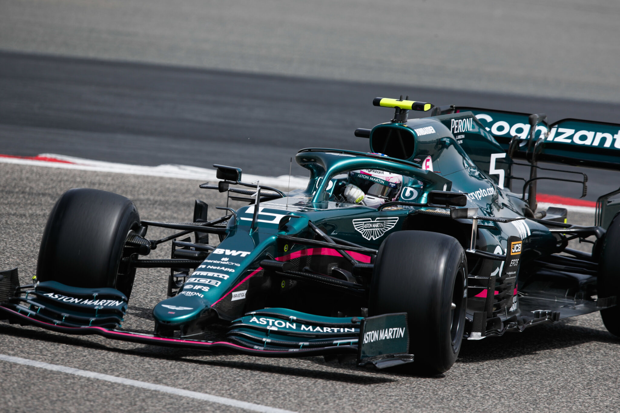 Racing Fashion freut sich, die Partnerschaft mit dem Aston Martin Cognizant Formula One™ Team und Pelmark, dem Bekleidungs- und Accessoires-Lieferanten des Teams, bekannt zu geben.