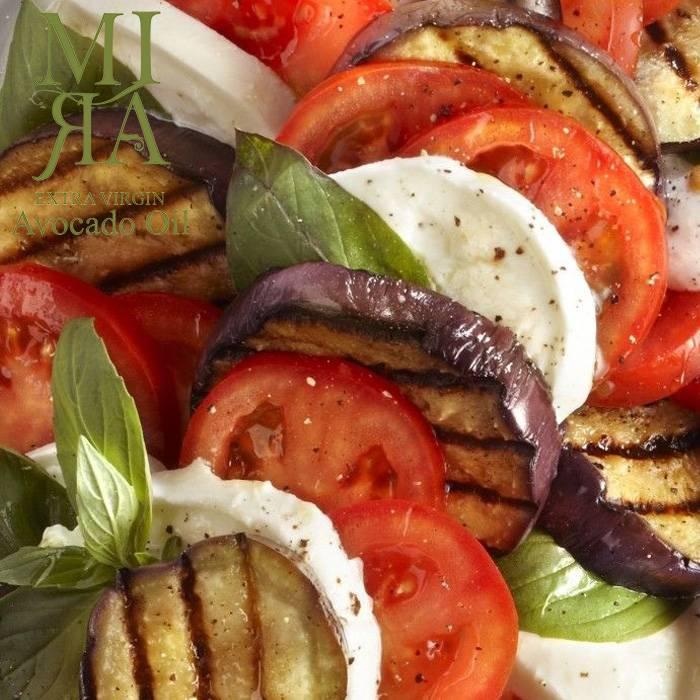 Gegrillde aubergine met tomaat, mozzarella en MIRA avocado olie