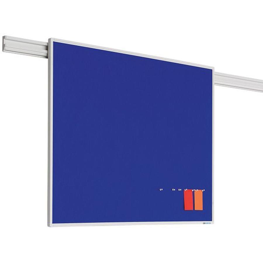 Prikbord met blauw vilt met Partnerline profiel-1