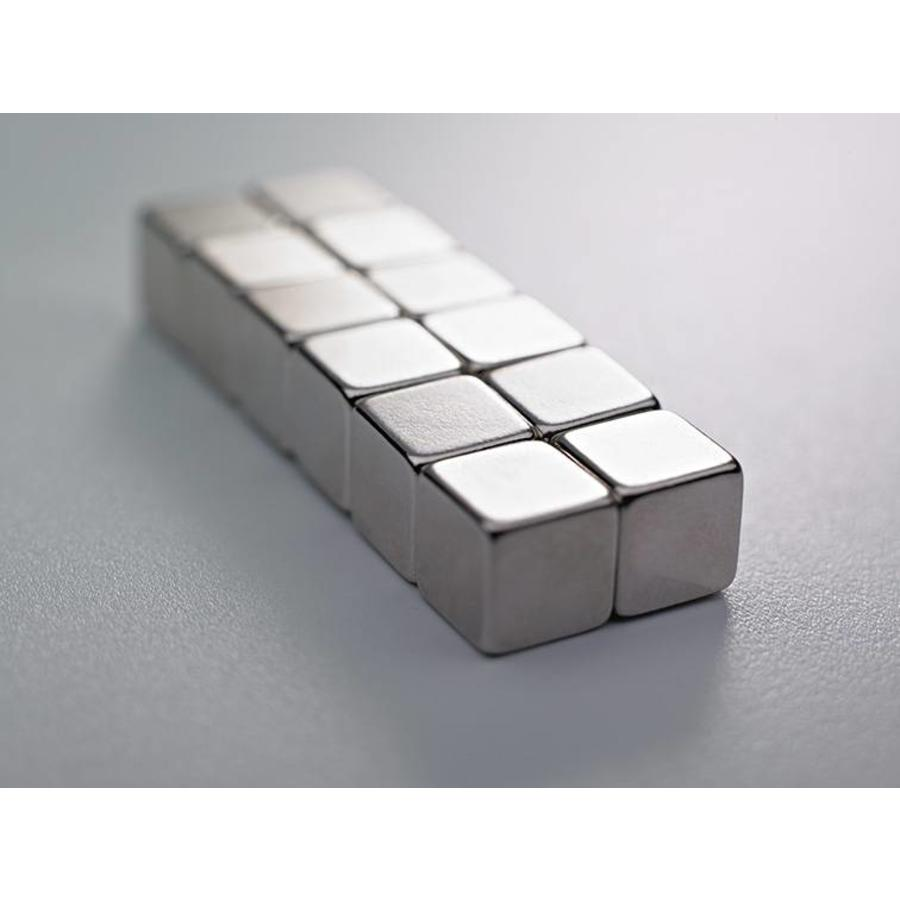 Sterke kubusvormige magneten 10x10x10 mm.-1