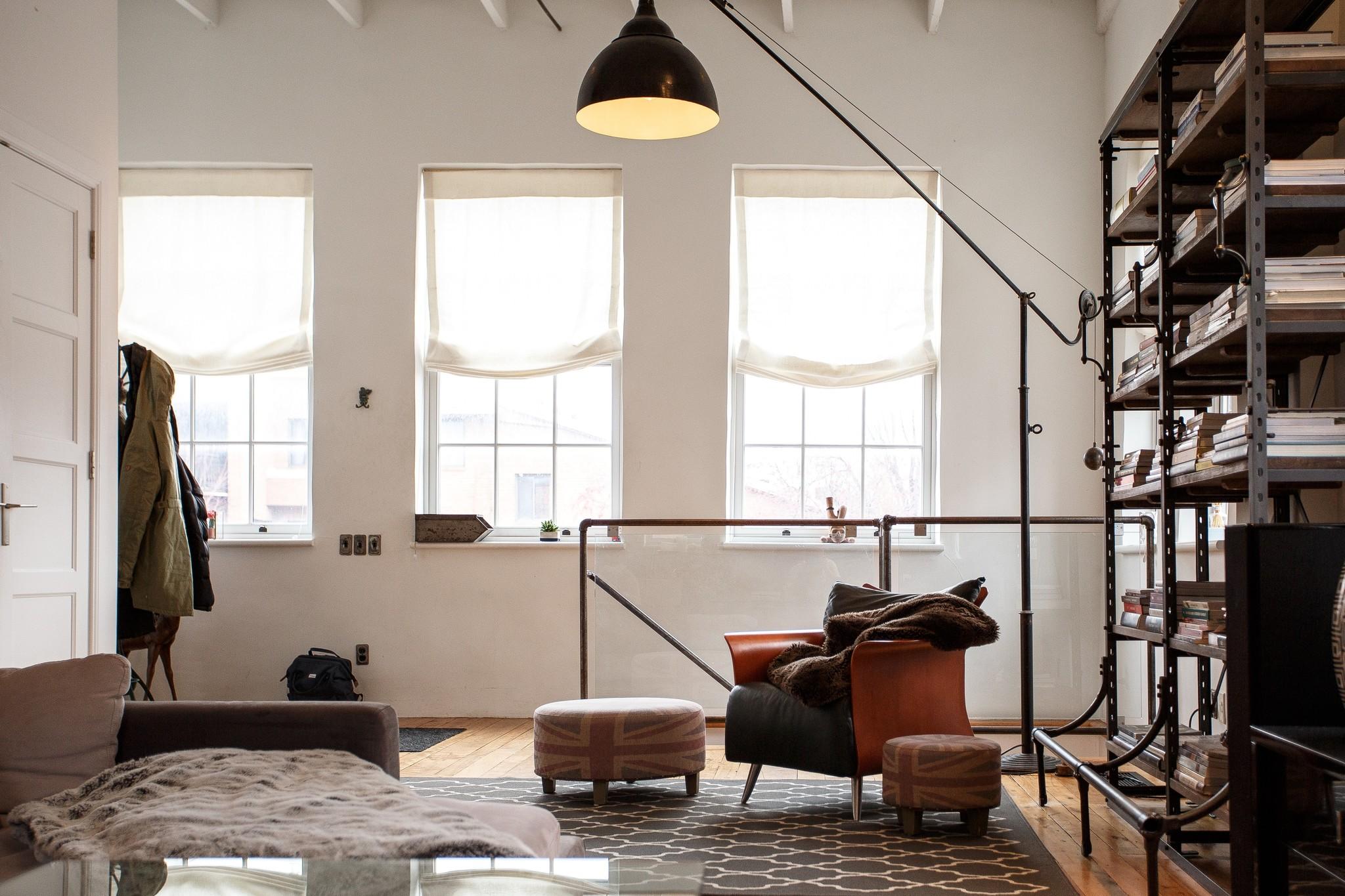 Een grote woonkamer inrichten… hoe doe je dat?