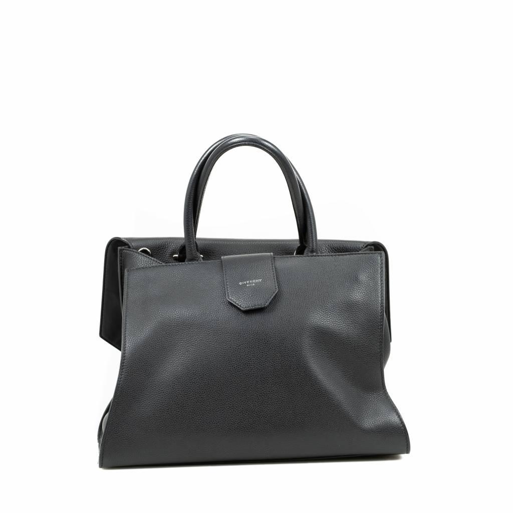 074de7ab6df3 Givenchy Obsedia Medium Flap Bag - Glück   Glanz - Designer Second ...
