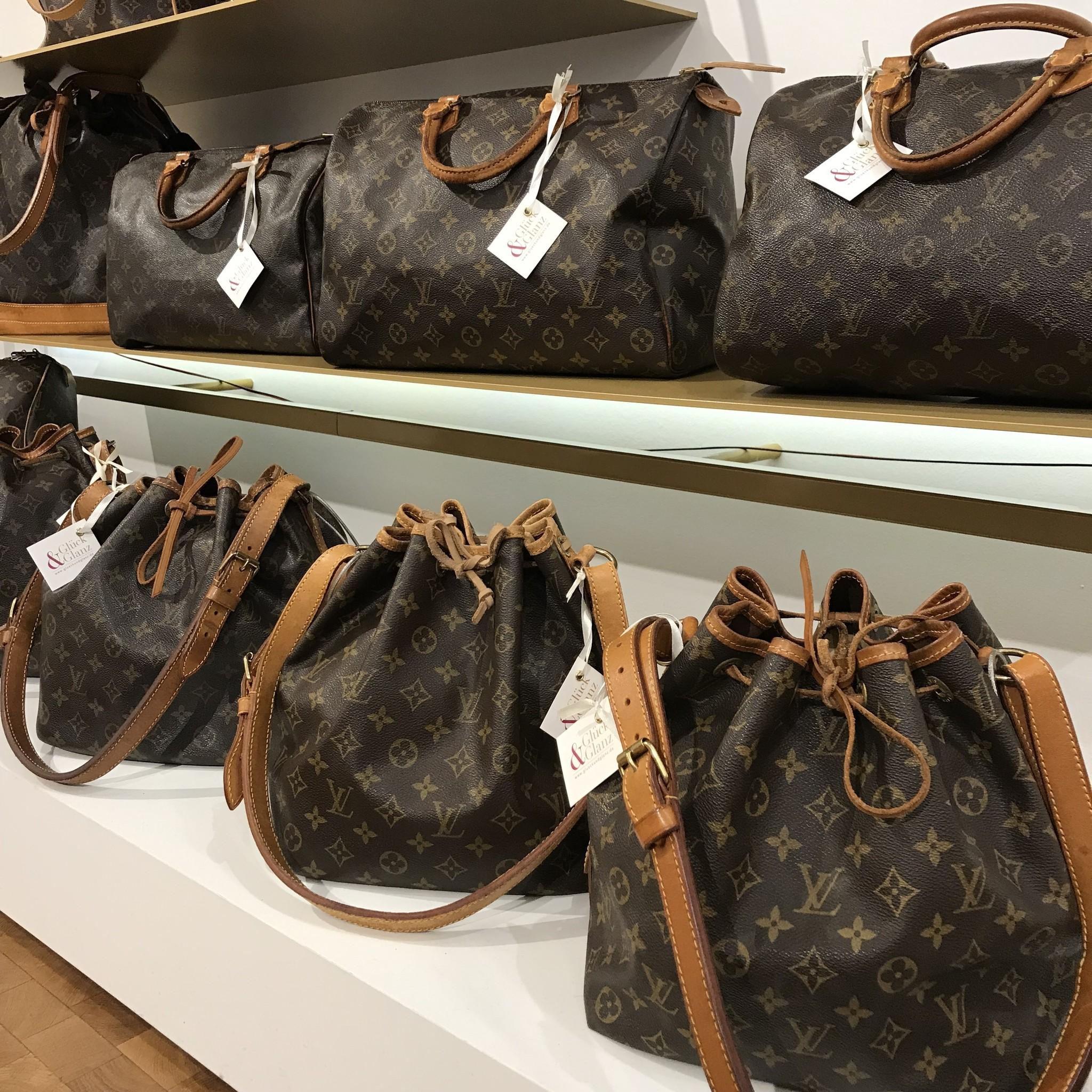 3e475a6381024 Bei uns in der Boutique findet ihr immer eine Auswahl an Taschen und  Reisetaschen von Louis Vuitton.
