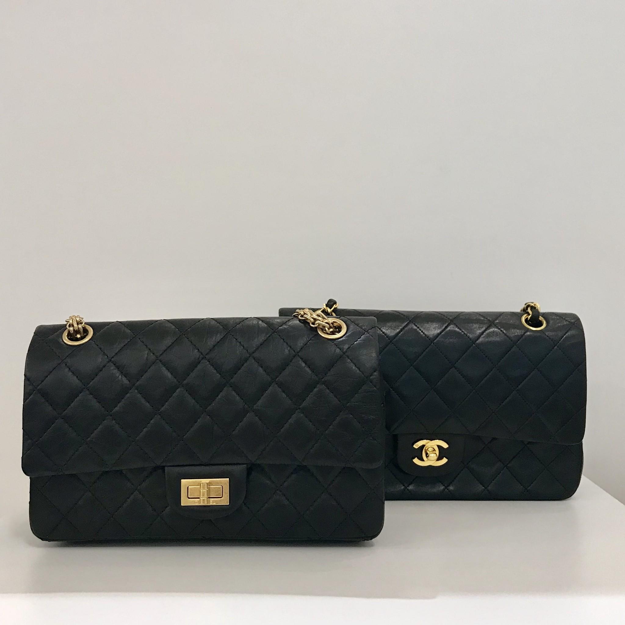 3864676d8dda9 Die raffinierte Aufteilung der Chanel Tasche bietet viel Stauraum. Durch  ihre rechteckige Grundform kannst du problemlos deine Habseligkeiten in ihr  ...