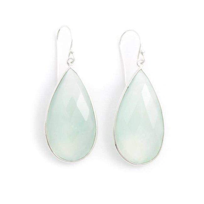 Aqua blauwe oorbellen met chalcedoon