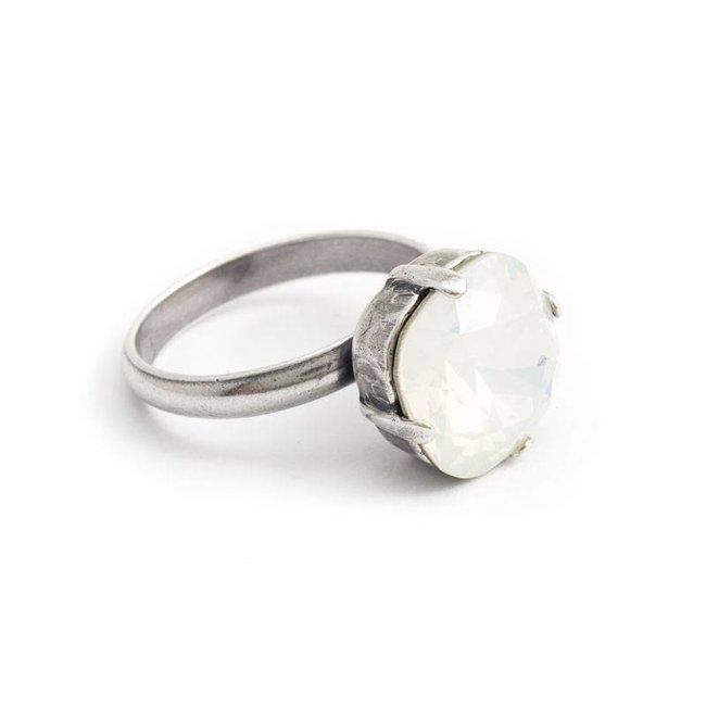 Opaal witte ring met 12 mm Swarovski kristal