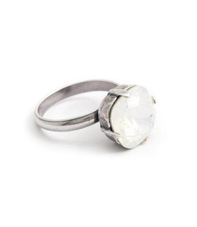 Krikor Opaal witte ring met 12 mm Swarovski kristal