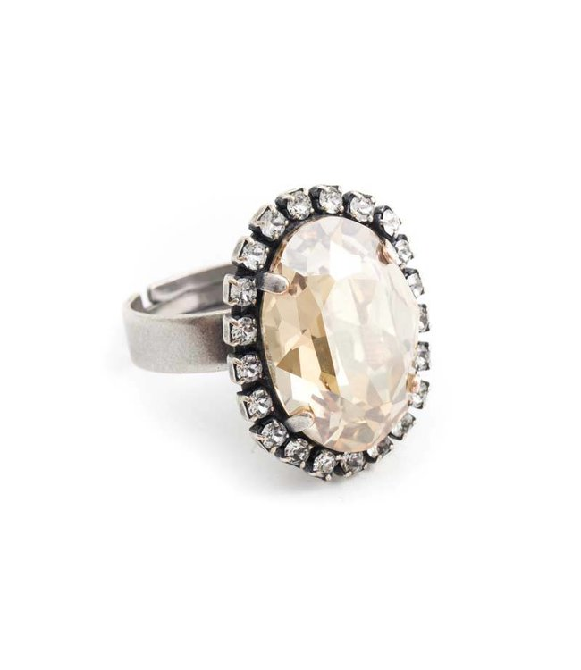 Krikor Ovale beige ring met Swarovski kristal