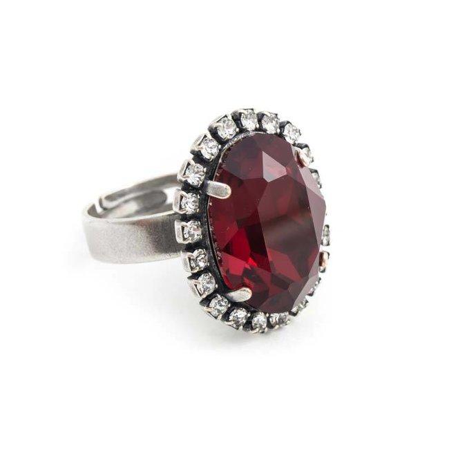 Ovale rode ring met Swarovski kristal