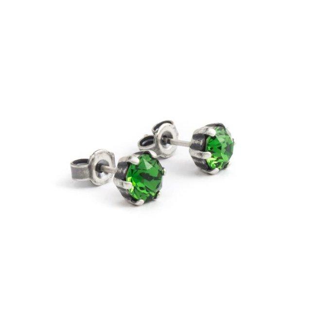 Verzilverde oorknopjes met 6 mm groen kristal