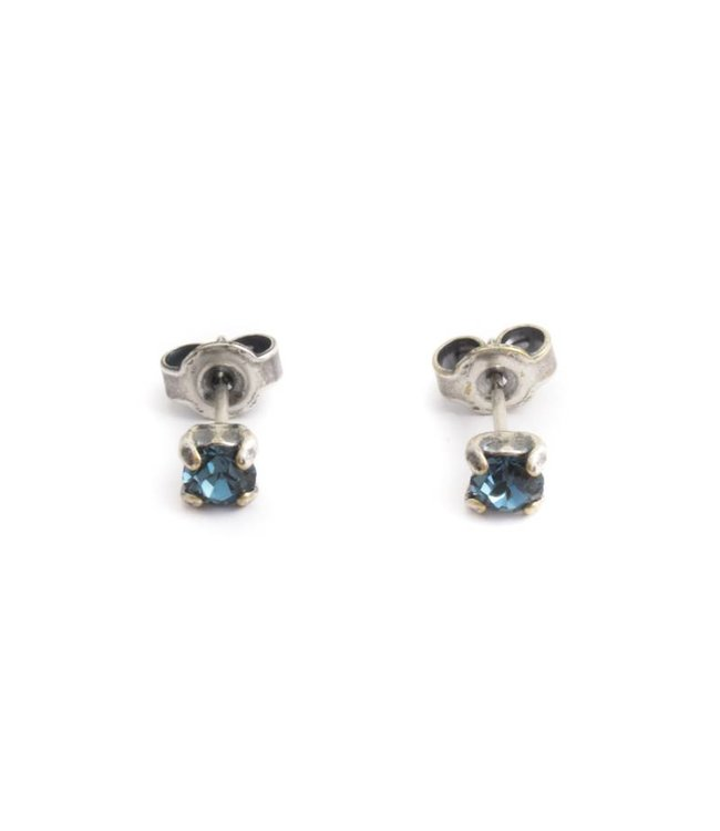 Krikor Zilveren oorknopjes met 4 mm denim blauw kristal