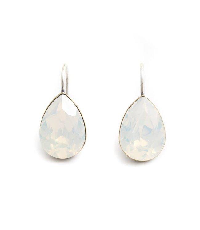 Krikor Druppel oorbellen met opaal wit Swarovski kristal