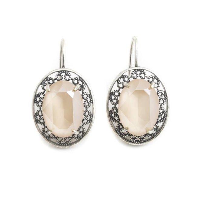 Ovale oorbellen met beige Swarovski kristal