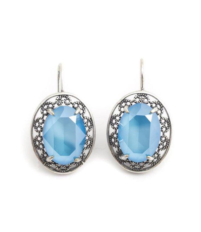 Krikor Ovale oorbellen met licht blauw Swarovski kristal