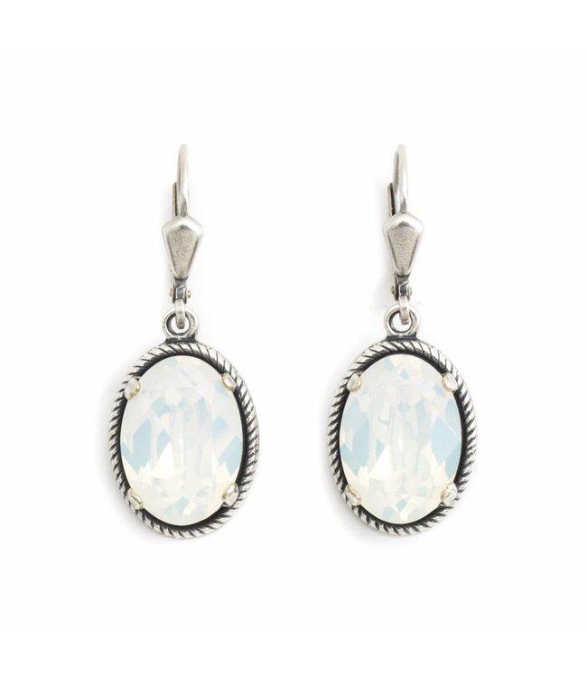 Krikor Ovale oorbellen met wit opaal Swarovski kristal
