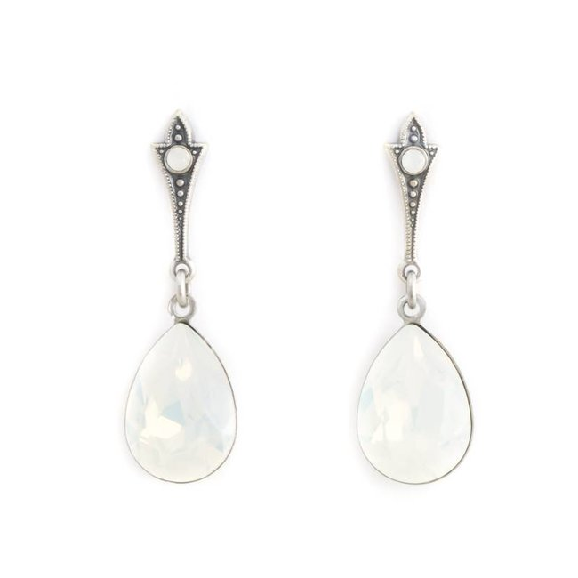 Lange druppel oorbellen met opaal wit kristal