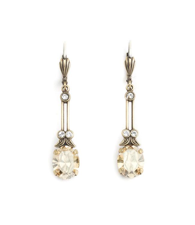 Krikor Lange oorbellen met beige kristal