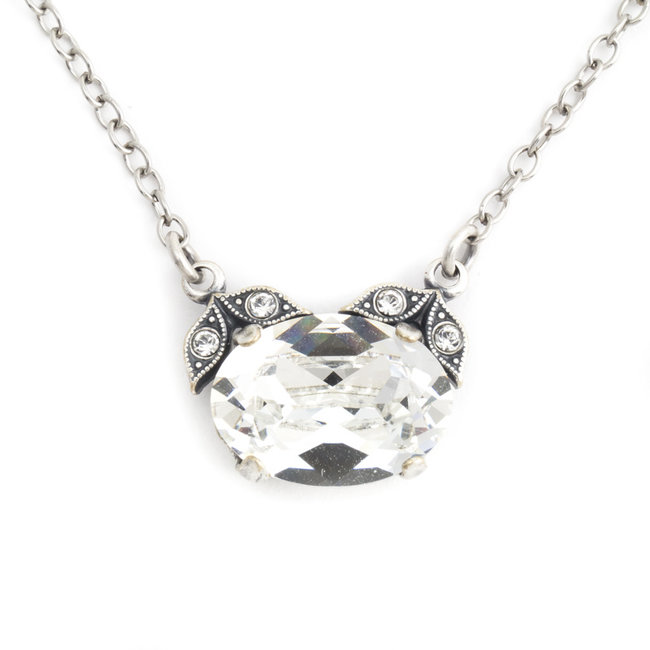 Halsketting met heldere kristallen