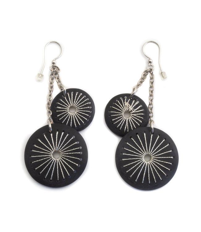 Culture Mix Ronde oorbellen zwart met zilverdraad decoratie