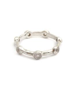 Aurora Patina Zilveren ring met 7 witte maanstenen