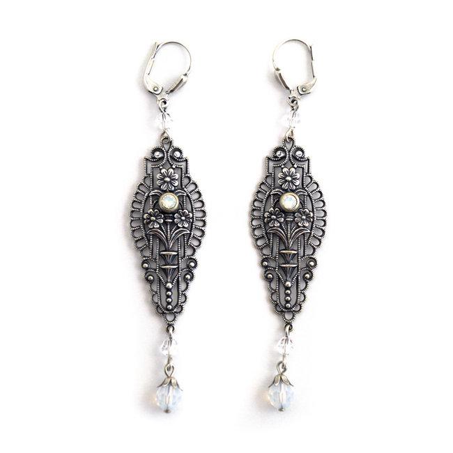 Lange art nouveau oorbellen met opaal kristal