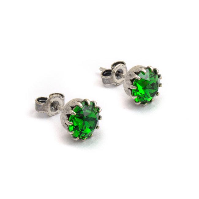 Verzilverde oorknopjes met 9 mm groen kristal