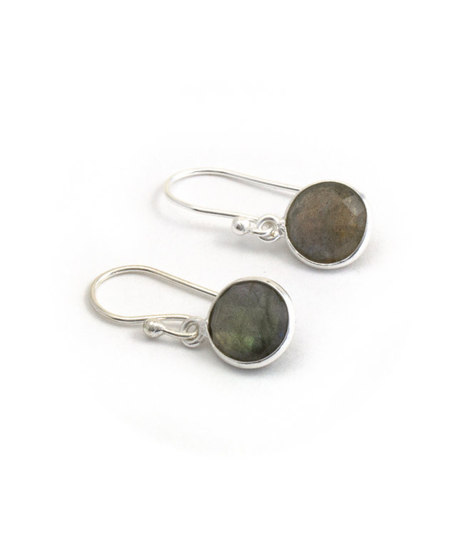 Aurora Patina Zilveren oorbellen met groene labradoriet 8 mm