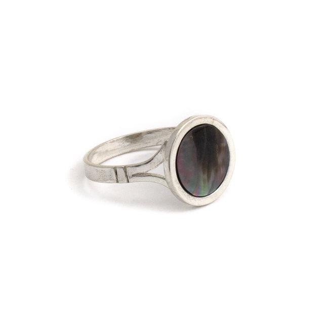 Zilveren ring met zwart parelmoer - op maat gemaakt